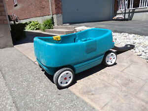 Step 2 Green Wagon with Door and seats..... works great Kitchener / Waterloo Kitchener Area image 5