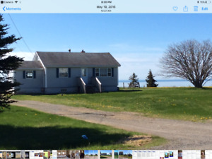 Bungalow Overlooking Bay of Fundy