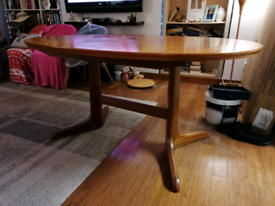 Morris of Glasgow, Large oval expanding wooden Table with 6 chairs