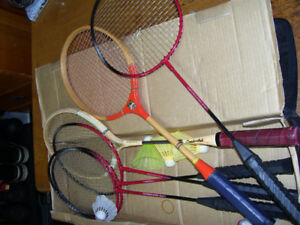6 Badminton Rackets and carry bag