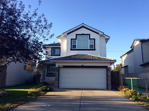 BEAUTIFUL HOME ON CHAPARRAL DR. RIGHT NEXT TO BUS STOP!