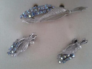 BROOCH & CLIP EARRINGS RHINESTONE SET ( VINTAGE ) Estate Sale West Island Greater Montréal image 3
