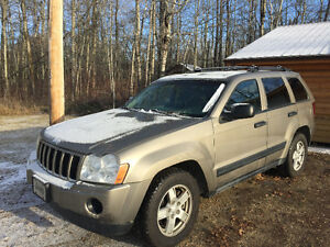 2005 Jeep Grand Cherokee Laredo SUV. Runs and drives well.