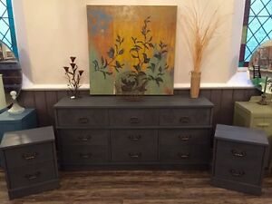 Beautiful Detailed Dresser Set