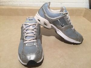Women's Nike Zoom Max Air Running Shoes Size 10 London Ontario image 3
