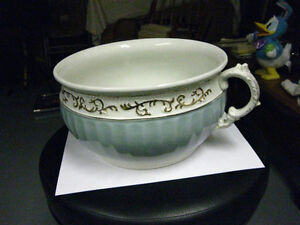 ANTIQUE CHAMBER POT London Ontario image 1