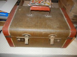 2 vintage pieces of Luggage/Baggage one with key