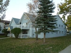 Top Floor Suite, on desired MUZZY DRIVE!  Adult only