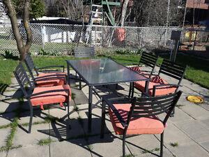 ensemble table chaise patio