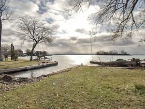 Triplex Bord de l'eau Lac St-Francois à vendre