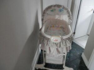 moise  berceau pour bébé en bon état