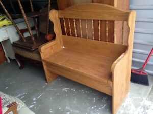 Beautiful Solid Oak Deaccon Hallway/Entryway Storage Bench