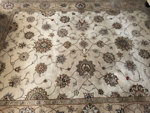 Wool Rug 8' x 11'. Excellent condition.