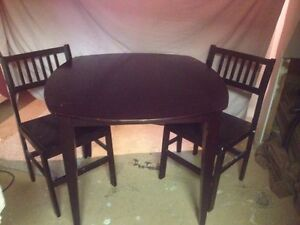 Table and chairs Stratford Kitchener Area image 1