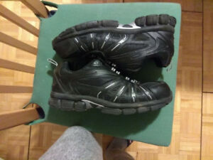 Men safety shoes. size 11