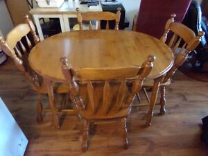 """36""""Maple Dining Room Table , 4 Chairs and 12"""" leaf extension"""