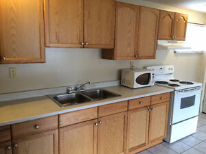 U of W - 2 BED APT $875 ALL INCL PLUS FREE INTERNET & LAUNDRY