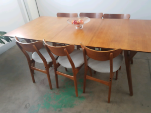West Elm Mid Century Dining Table - Expandable - Walnut Brown