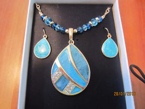 NECKLACE AND EARING SET - PIERCED