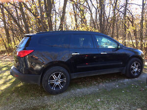 Chevrolet Traverse LS AWD SUV c/w Winter Tires & Trailer Tow Pkg