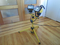 Work light twin head halogen stand tripod/lampe de travail