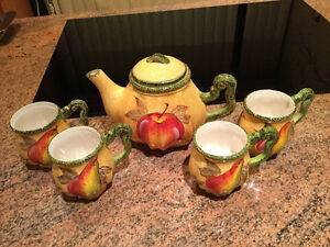 Colourful Tea Pot and 4 Matching Mugs
