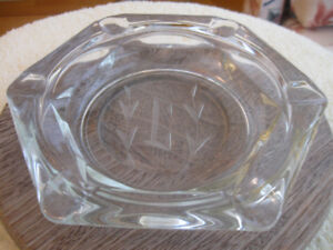 LARGE ELEGANT OLD VINTAGE ETCHED HEAVY CRYSTAL ASH TRAY