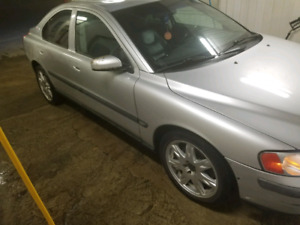 VOLVO S60 2004 2800$ very clean