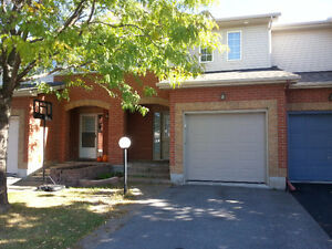 3 bedrrom, 2.5 bath town house in Barrhaven for rent $1475/month