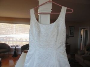 Beautiful Wedding Gown with Veil and Train