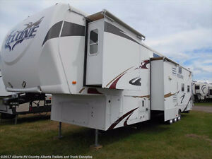 Heartland RV Cyclone 3950 ToyHauler