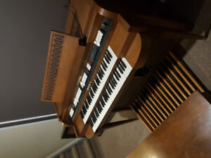 1967 Baldwin Organ with Bass Foot Pedals