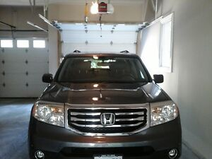 2014 Honda Pilot Touring,8 Pass,Loaded luxury SUV