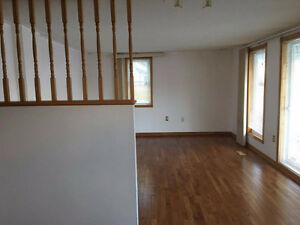 NEWLY RENOVATED STUNNING 1 BED AVAILABLE NOW!!