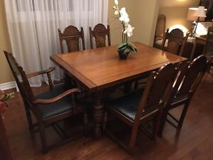 Amazing expandable dining room table, chairs, hutch