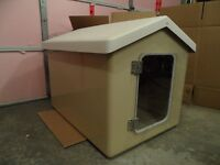 FIBERGLASS DOG HOUSE WITH REMOVABLE ROOF