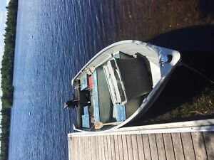 16 Foot Princecraft with 25 hp Mercury electric start