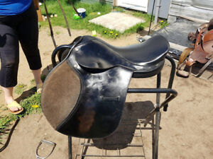 "Thorowgood Griffin Close Contact saddle - 17"" seat"