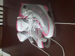 Girls figure skates - Youth Size 11 - Excellent condition