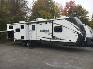Like New ~ 2014 Keystone Outback 323 BH