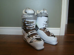 Womens Size 26.5 Salomon Down Hill Ski Boots for sale or trade