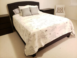 Tufted Fabric Upholstered Queen Bed