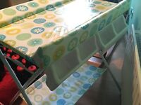 Baby's changing table + bath