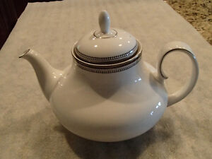 Royal Doulton - Sarabande - H5023 -  4 Cup Tea Pot & Lid