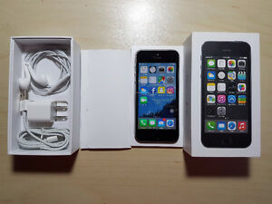 iPhone 5S 16GB - Excellent Condition/Includes Free Cases
