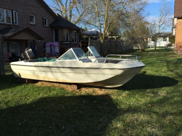 1984 Alumacraft Boat Co Acrofoil Bowrider with 75hp Mercury Outboard