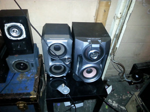 Looking to trade my 2 sets of sony book shelfs speakers