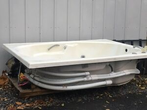 2 person jacuzzi Cornwall Ontario image 1