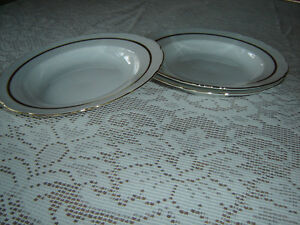Pieces of CAPRICE pattern dinner china