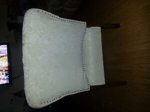 ANTIQUE CHAIR AND FOOTSTOOL, RECENTLY REUPHOLSTERED Kitchener / Waterloo Kitchener Area image 3